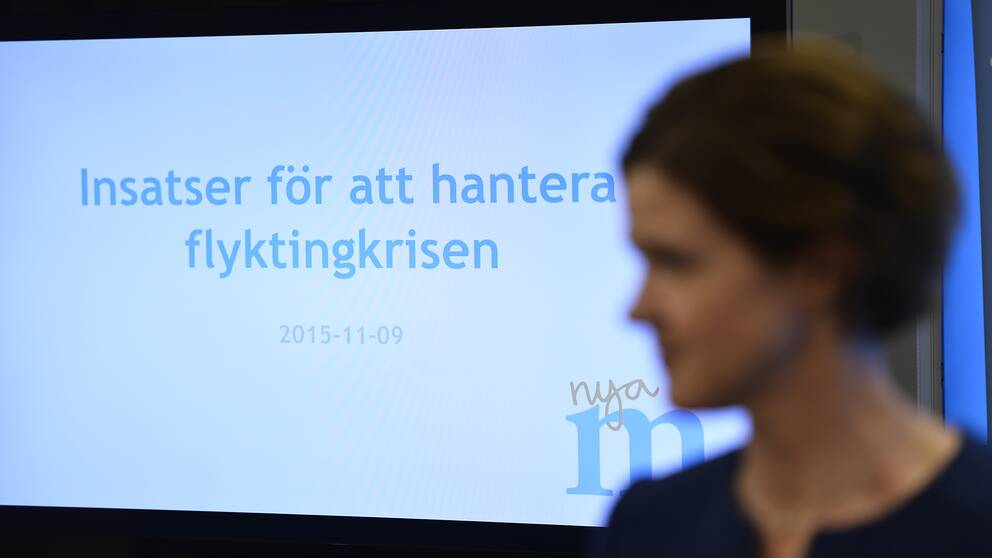 Partiledaren Anna Kinberg Batra presenterar åtgärder för att hantera flyktingkrisen i november 2015.