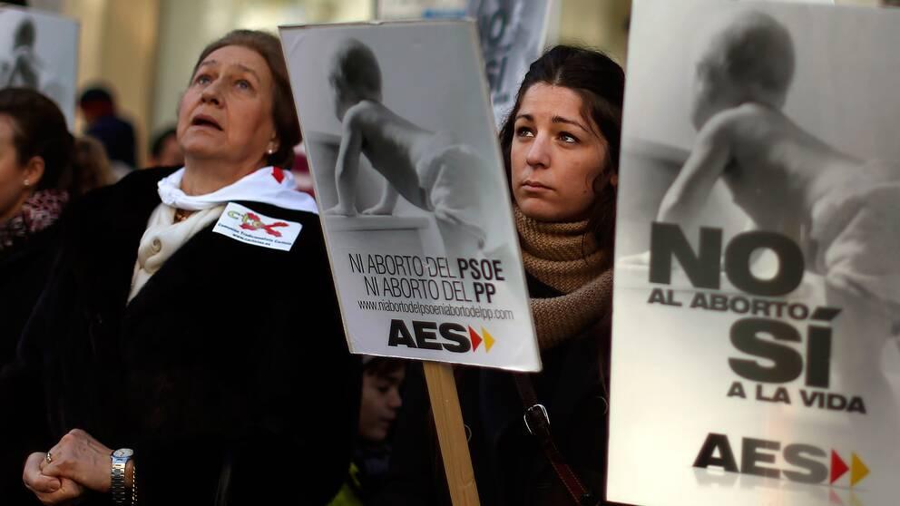 Abortmotståndare i Spanien protesterar för ett totalförbud mot abort.