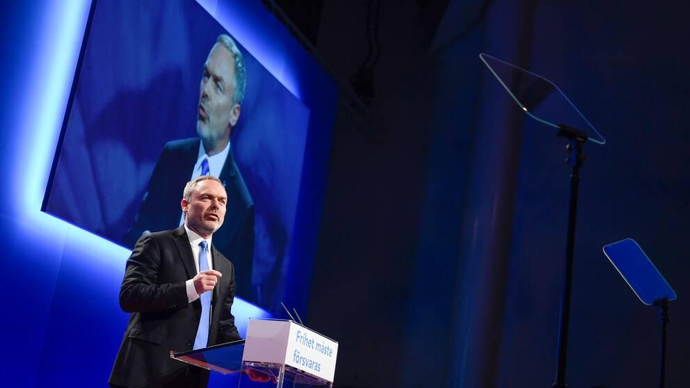 Jan Björklund talar under riksmötet i Västerås.