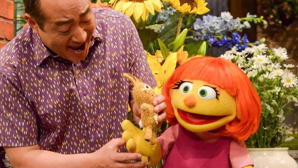 Julia är en ny, autistisk karaktär i Sesame Street.