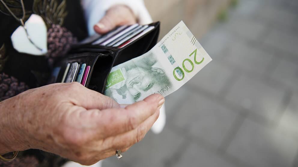 Mer än var fjärde svensk uppger att de kommer ha svårt att klara sig, eller inte klara sig alls, på sin pension.