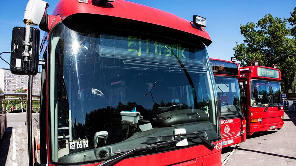 Om inte en lösning nås i dag riskerar stora delar av Stockholms busstrafik att stå stilla.