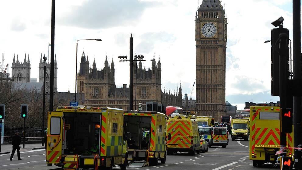 Polisen spärrade av den värlsberömda Westminster Bridge.