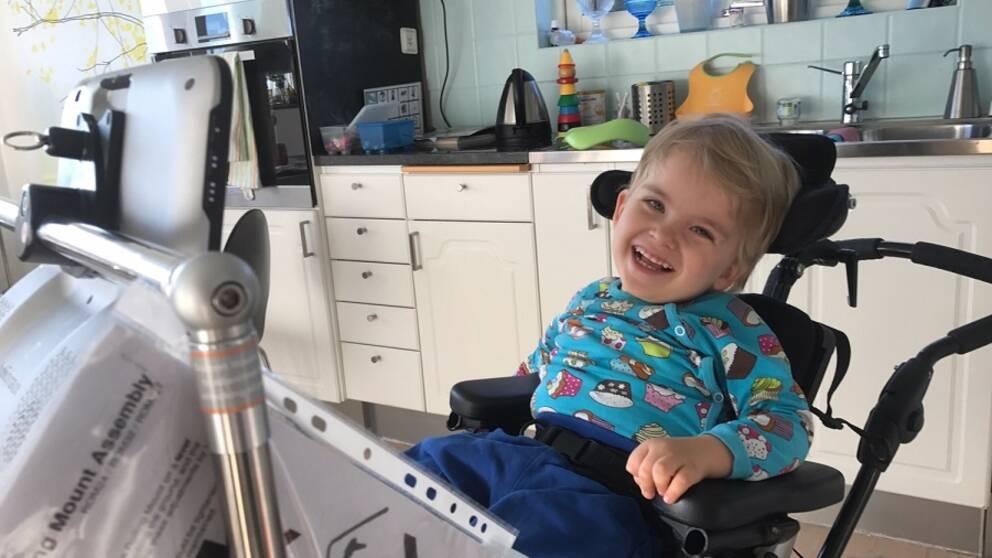 Olle blev väldigt glad när vi sade att han kommer att få använda datorn  igen imorgon 1c6dbbca71613
