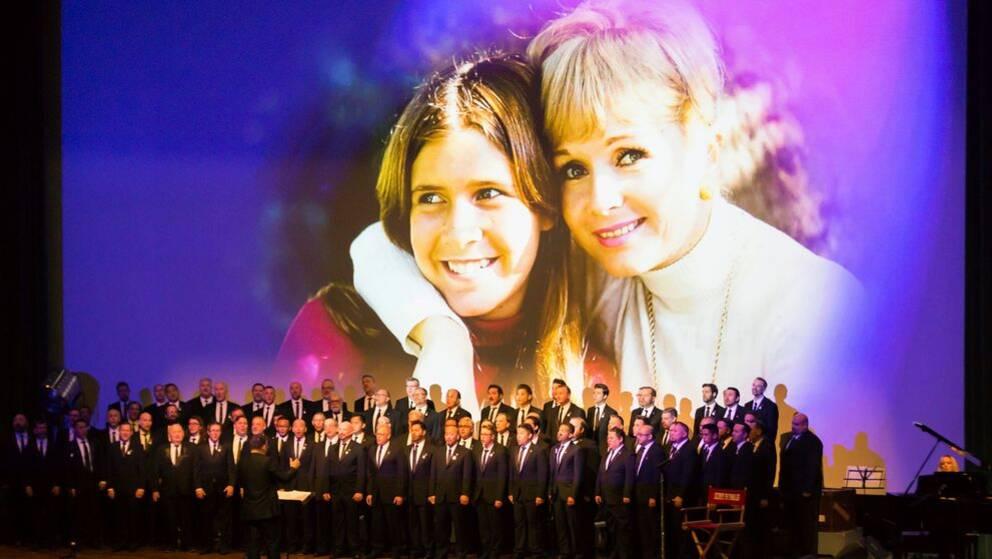 I helgen hölls en offentlig minnesceremoni för Hollywoodstjärnorna Carrie Fisher och Debbie Reynolds.