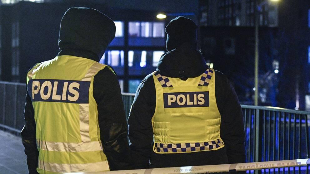 Polis på plats i Rosengård.