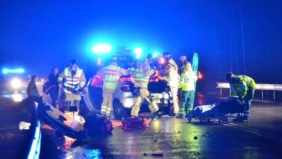 Ett större räddningspådrag vid olycksplatsen utanför Norrköping, natten mot fredag.