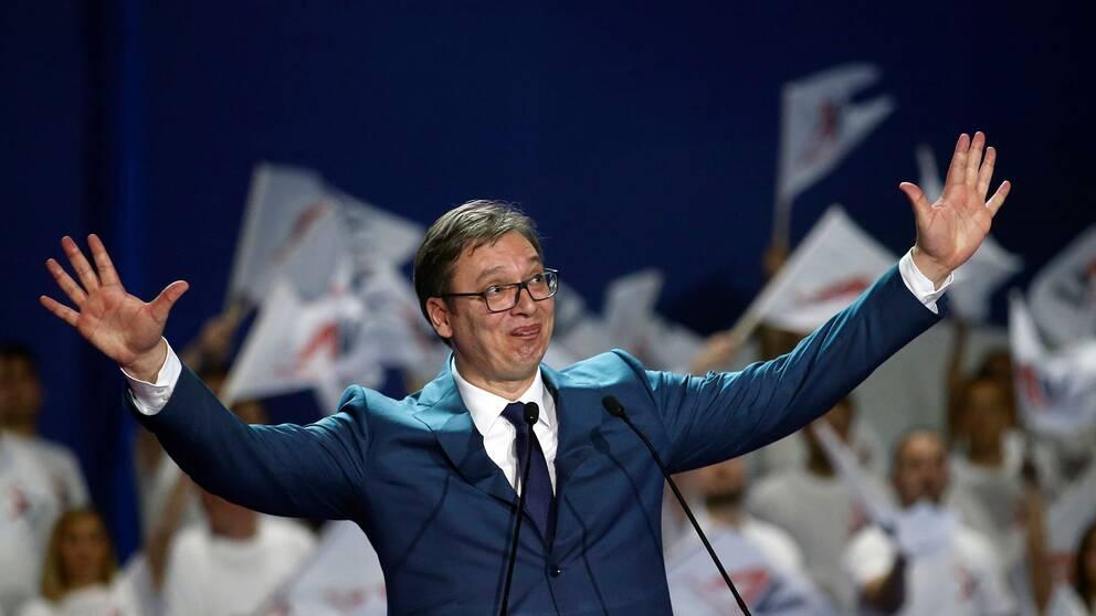 Premiärminister Aleksandar Vucic ser ut att gå mot en överlägsen seger i det serbiska presidentvalet.