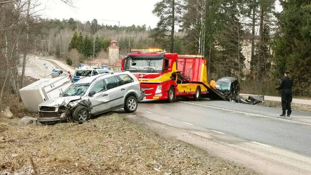 Bilar krockade i jarfalla tva skadade