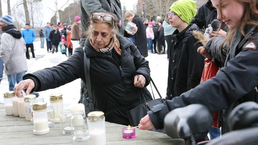 Ljusmanifestation i Döbelns park, Umeå, efter terrordådet i Stockholm