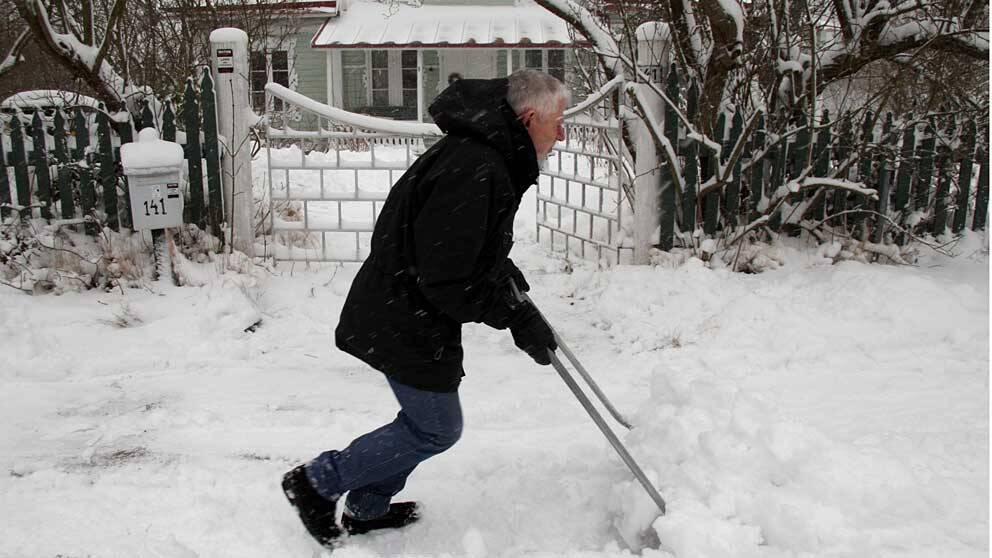 Snöskottning – inte helt ofarligt för hjärtat.