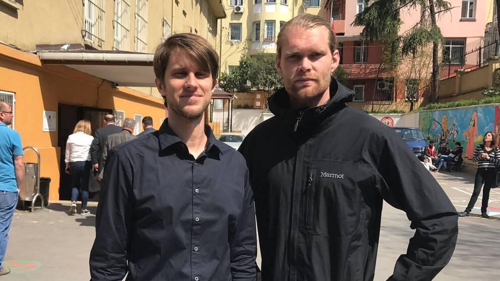 SVT:s utsända i Istanbul: Reporter Tomas Thorén (t.v) och fotograf Niclas Berglund (t.h)