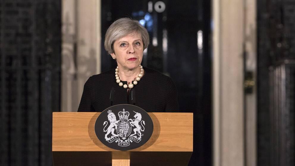 Theresa May håller oväntat en pressträff vid lunchtid på tisdagen.