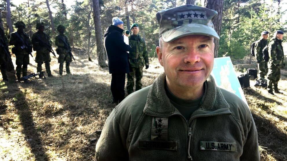 David G Perkins amerikansk arméchef besök Gotland öst