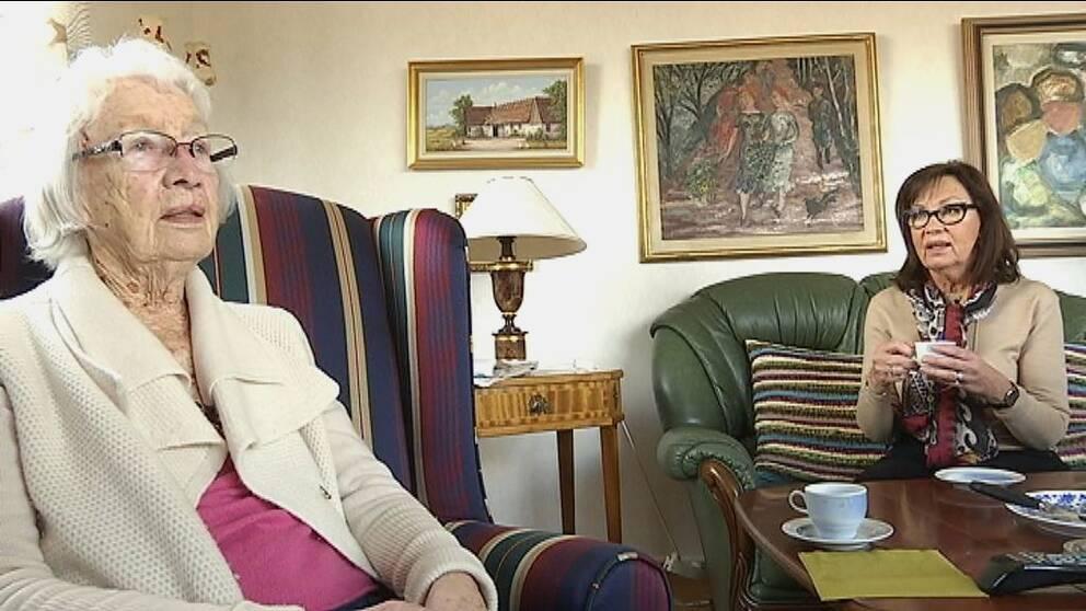 92-åriga Mary Andersson och Barbro Karlsson-Skärlund Öst