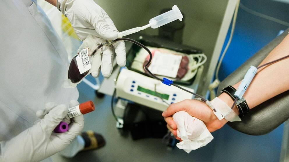 läkare tappar person på blod