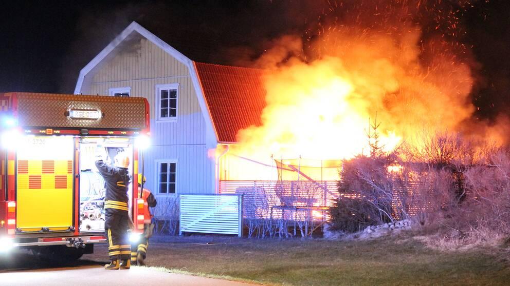 Villa totalforstord i brand 1