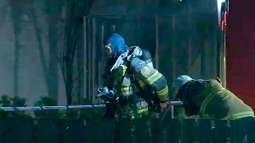 Räddningstjänstens rökdykare arbetade med branden.