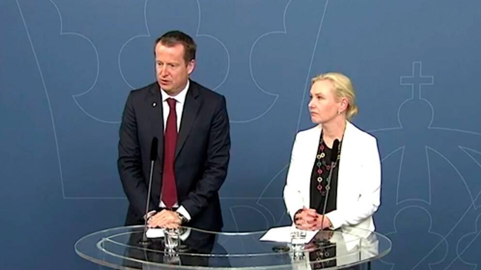 Inrikesminister Anders Ygeman och infrastrukturminister Anna Johansson