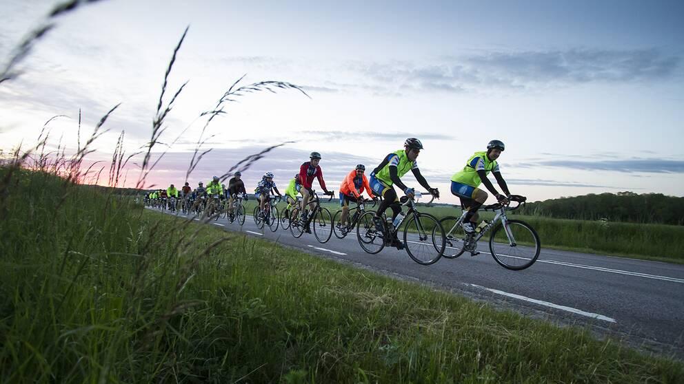 Bästa tipsen för cykelsäsongen: Öva, träna spurter, cykla ute under ljusa kvällar.