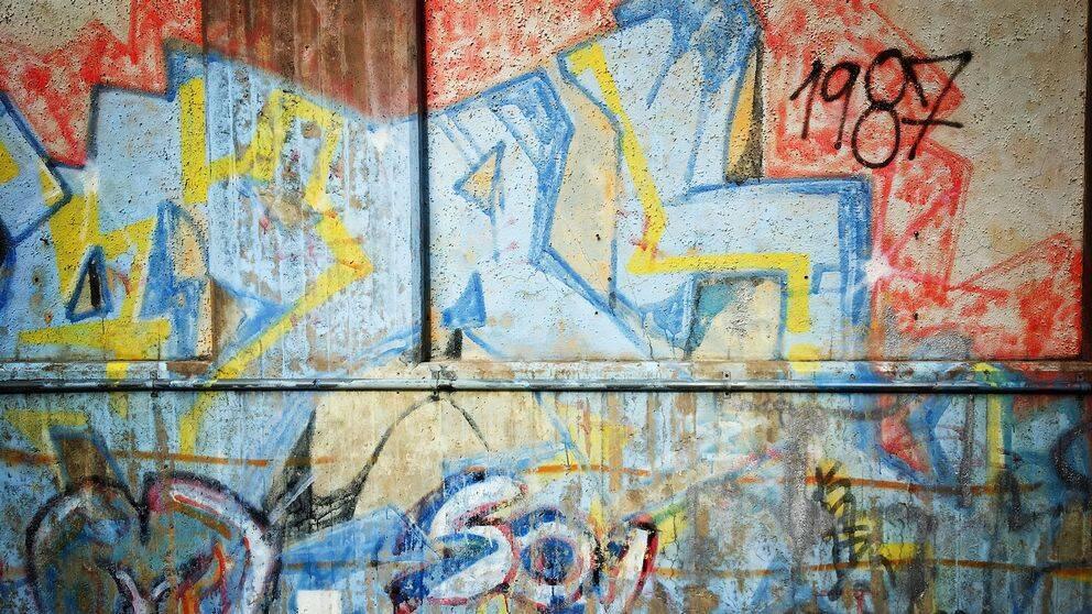 Graffiti vid folkets hus ripans innergård i Luleå.