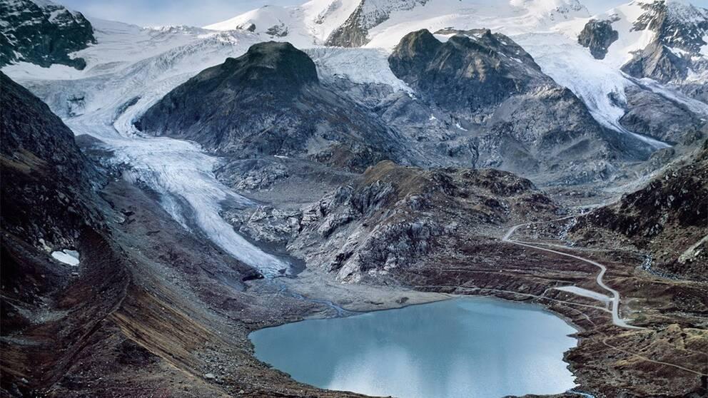 Stein-glaciären i Schweiz är en av många krympande glaciärer i världen till följd av klimatuppvärmningen