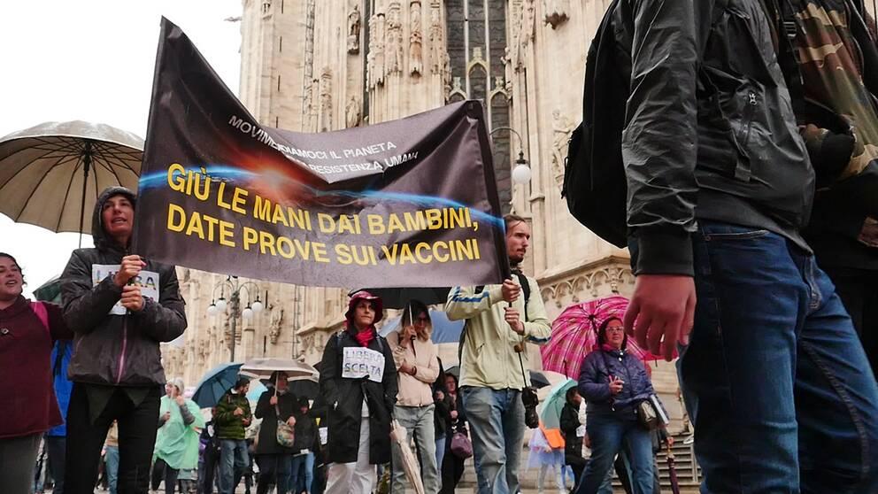 Manifestation mot obligatorisk vaccinering i Milano