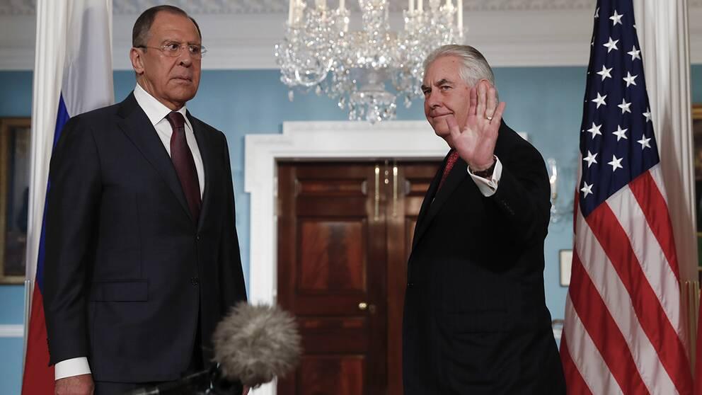Sergej Lavrov (vänster) och Rex Tillerson (höger)