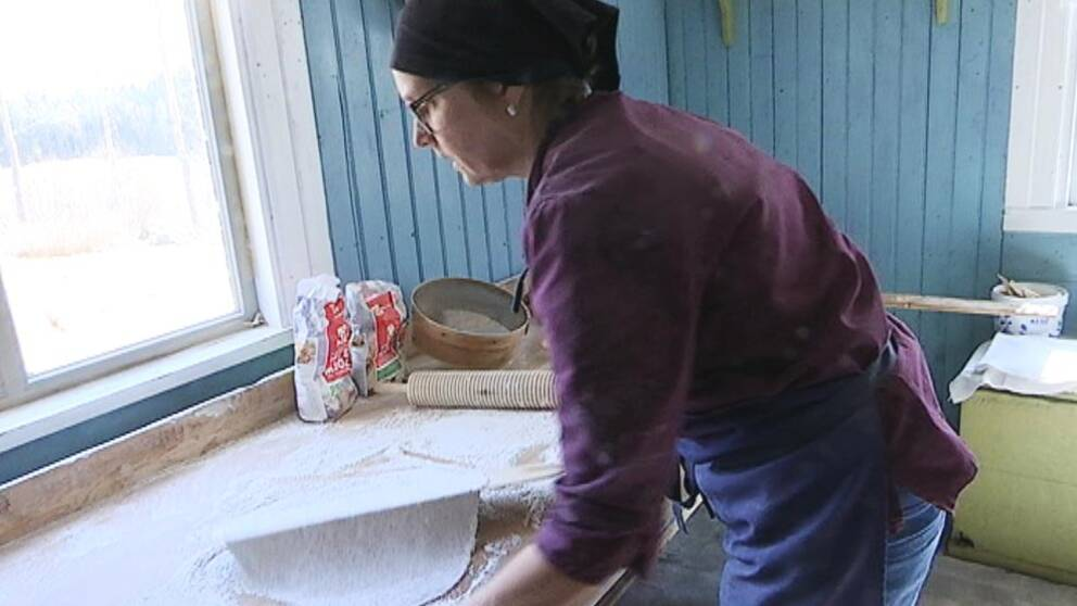 Anne Sten, bagarstuga, tunnbröd