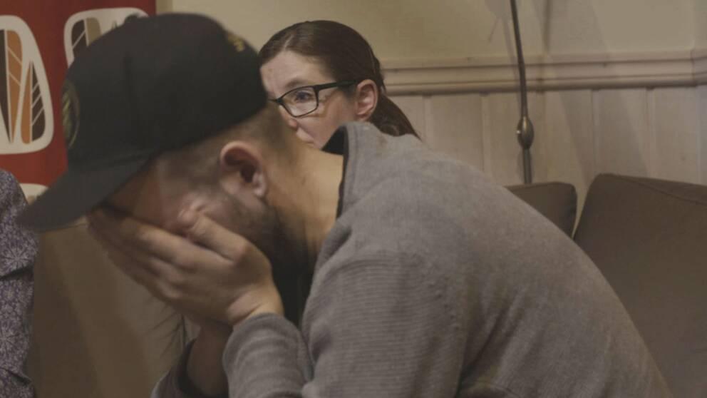 Christian bryter ihop när han ser förhöret för 18 år sedan.