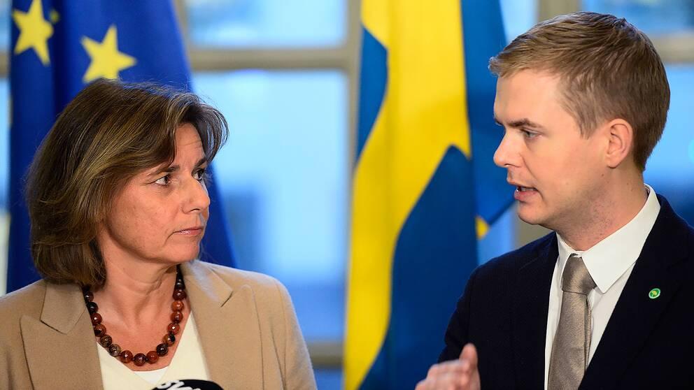 Miljöpartiets språkrör Isabella Lövin och Gustav Fridolin har fått se partiet närma sig fyraprocentsspärren.