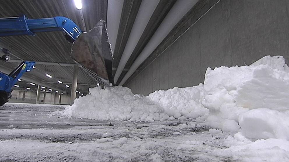 Här fylls skidhallen med snö.