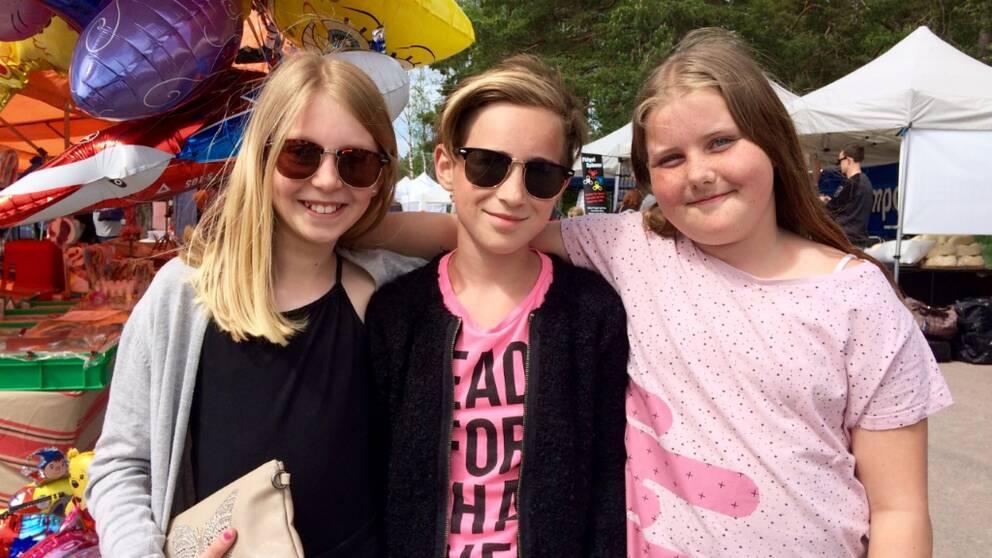 Agnes Kjellbom, Emilia Johansson och Alicia Lindblom är några av ortens unga som längtar efter att få testa aktivitetsparken.