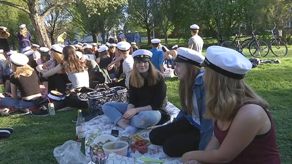 studenter, studentmössa, picknick