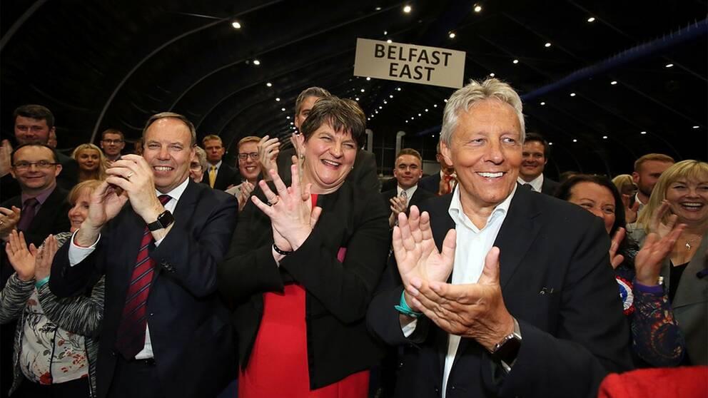 TV: Arlene Foster, partiledare för Demokratiska unionistpartiet, DUP, som kan spela stor roll.