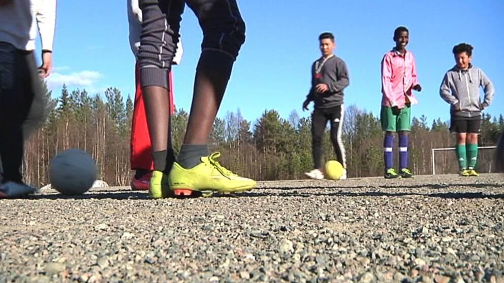 sorsele, fotboll, fotbollsspelare, grusplan, fotbollsskor