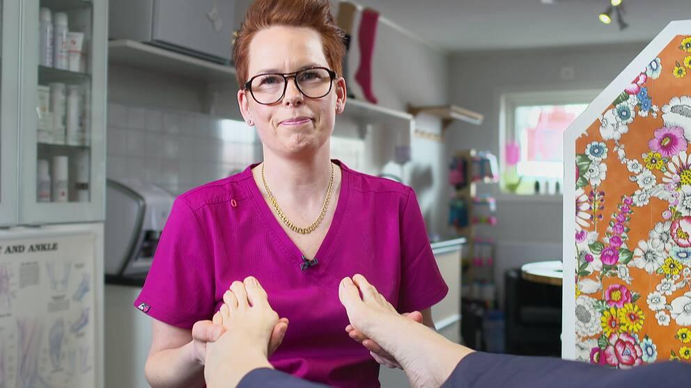 Karolina Torgilsson i sin fotvårdsmottagning.