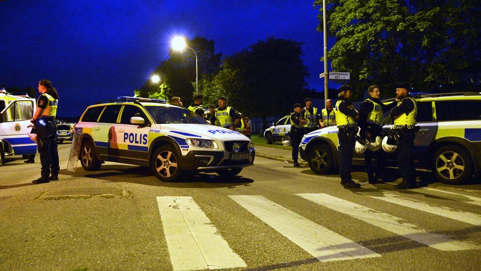 Stor polisinsats under upploppet i Trollhättan