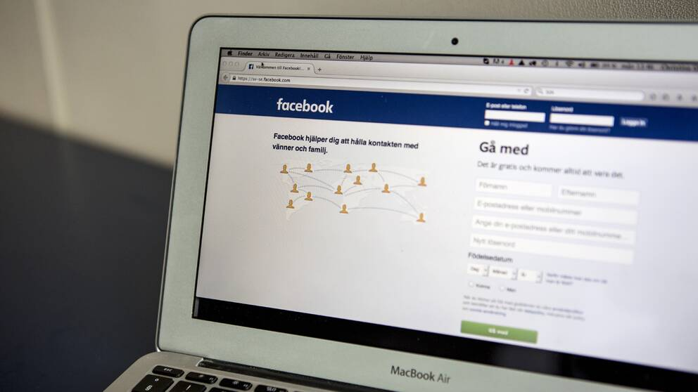 Facebooks hemsida synlig på laptop.