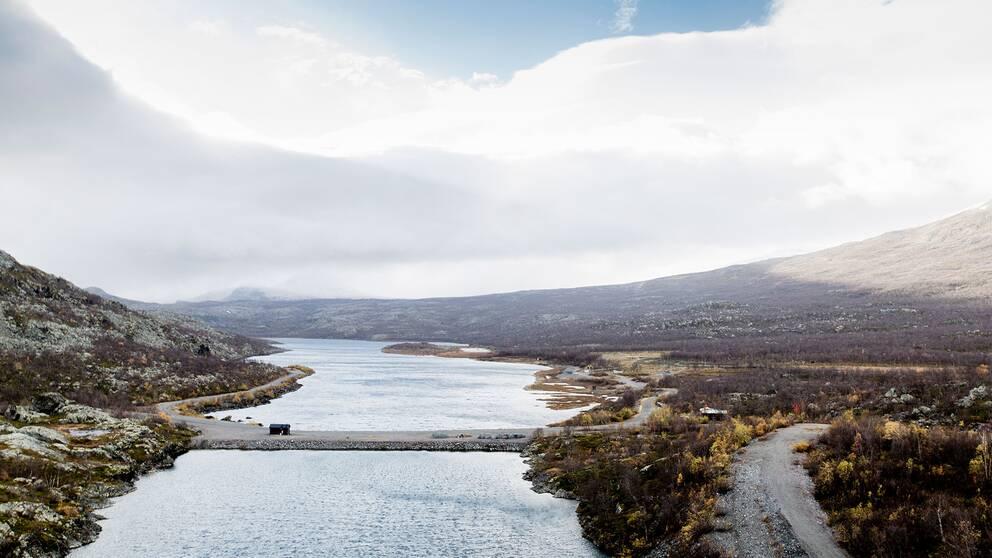 Suorvadammen högt upp i Lule älv är en av Sveriges många kraftverksdammar.