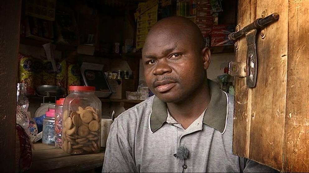 Blessing Bua driver en butik i Lilongwe, huvudstaden i Malawi.