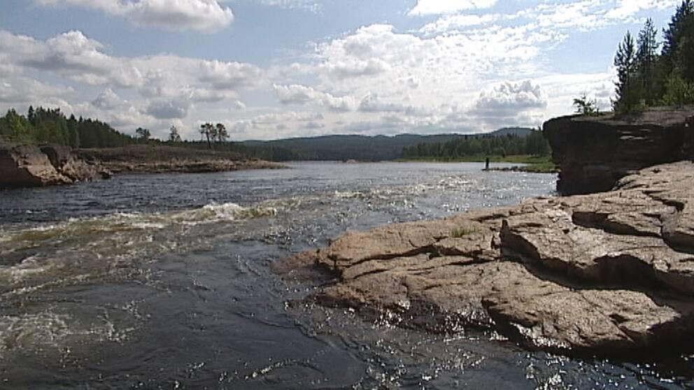Fiskare hittade dod man i vattnet i malmo