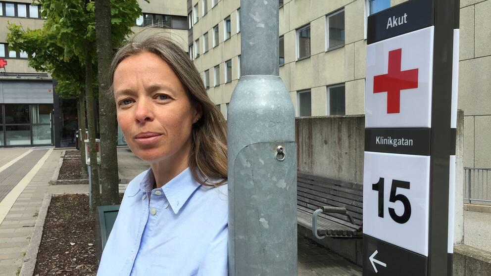 Anna Lundqvists man Bo fick vänta länge på akuten i Lund innan han fick en plats på ortopedkliniken.