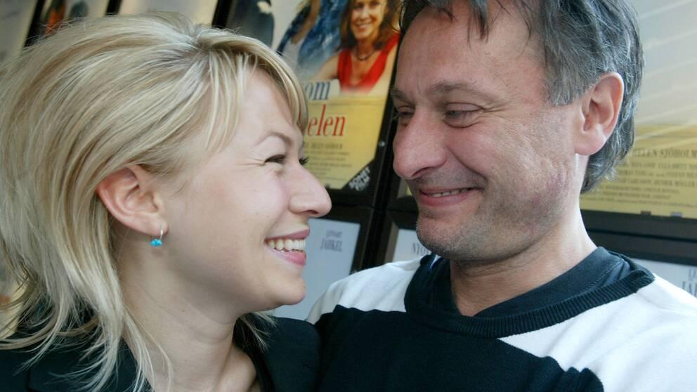 Inför premiären av Så som i himmelen 2004. Här med skådespelarkollegan Frida Hallgren.