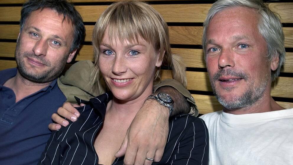 "Inför Kjell Sundvalls film "" Grabben i graven bredvid"" 2003. Michael Nyqvist, Elisabet Carlsson och Kjell Sundvall."