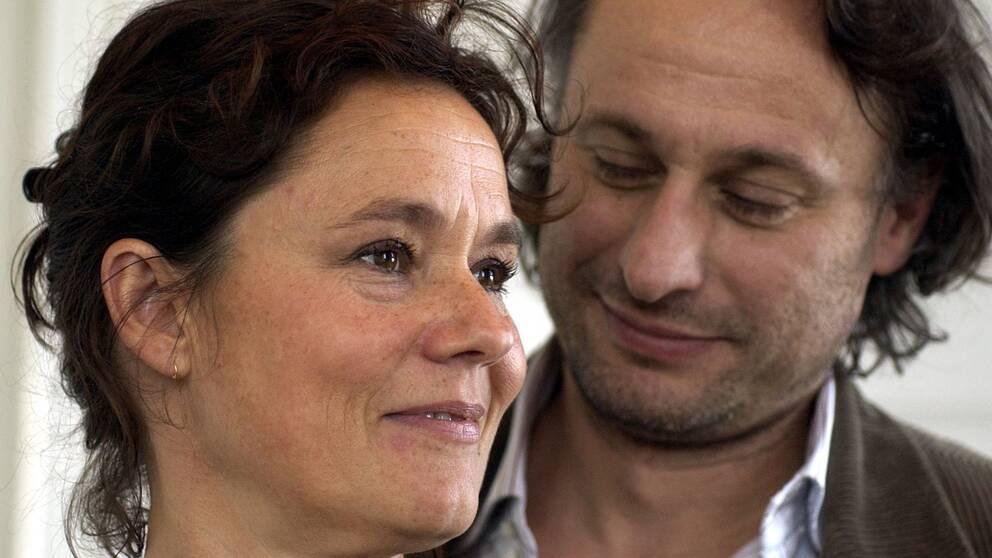Skådespelarna Pernilla August och Michael Nyqvist, under ett pressmöte inför premiären av filmen Detaljer, 2003.