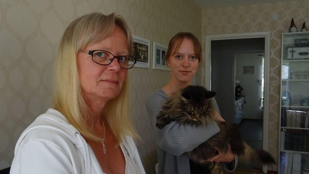 Carina Johansson med dottern Sofie väntar på beslut från förvaltningsrätten