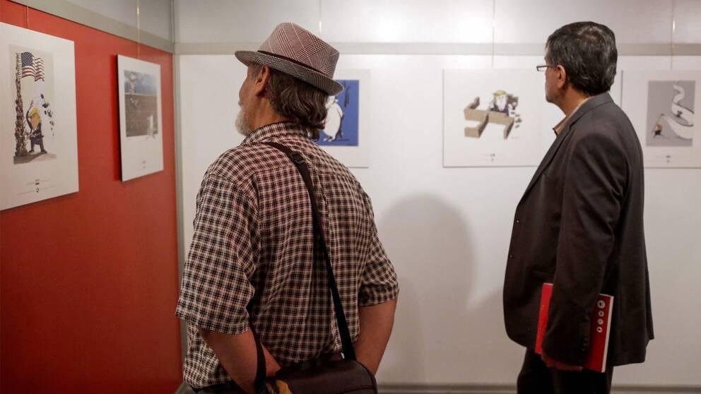 Besökare på utställningen