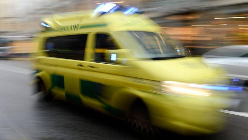 En man dog efter en arbetsplatsolycka utanför Kalmar på tisdagen.