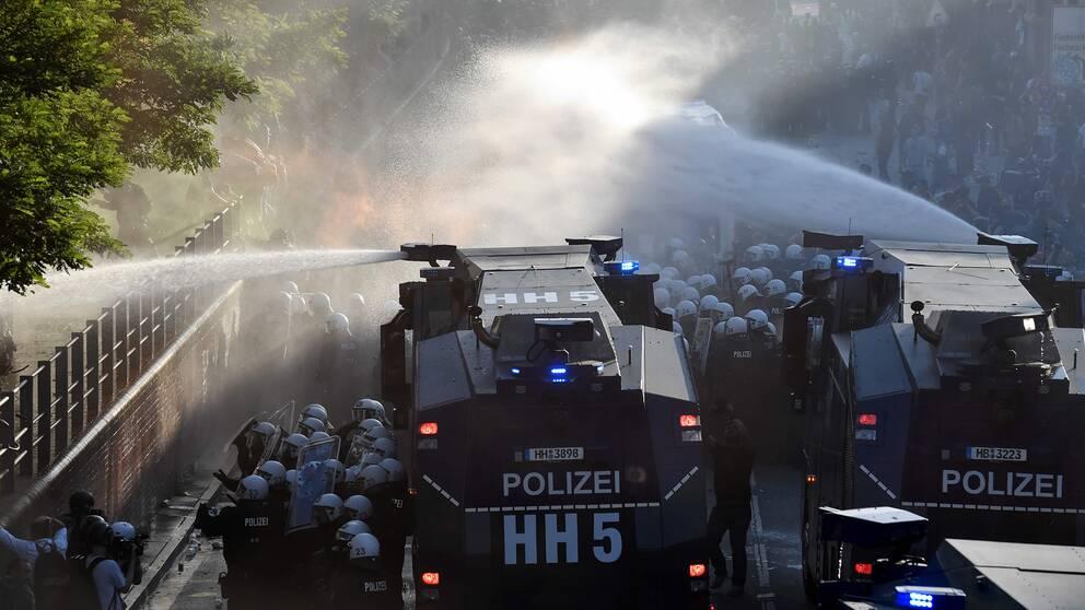Valdsamma protester vid toppmote